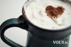 Kawa z czekoladowym serduszkiem, szablony do kawy, akcesoria do robienia kawy,