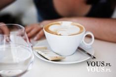 Duża kawa z mlekiem, jaką kawę pijecie? Biała kawa.