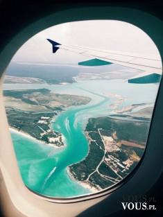 Niesamowite widoki z samolotu! Błękit wody, widok z lotu ptaka