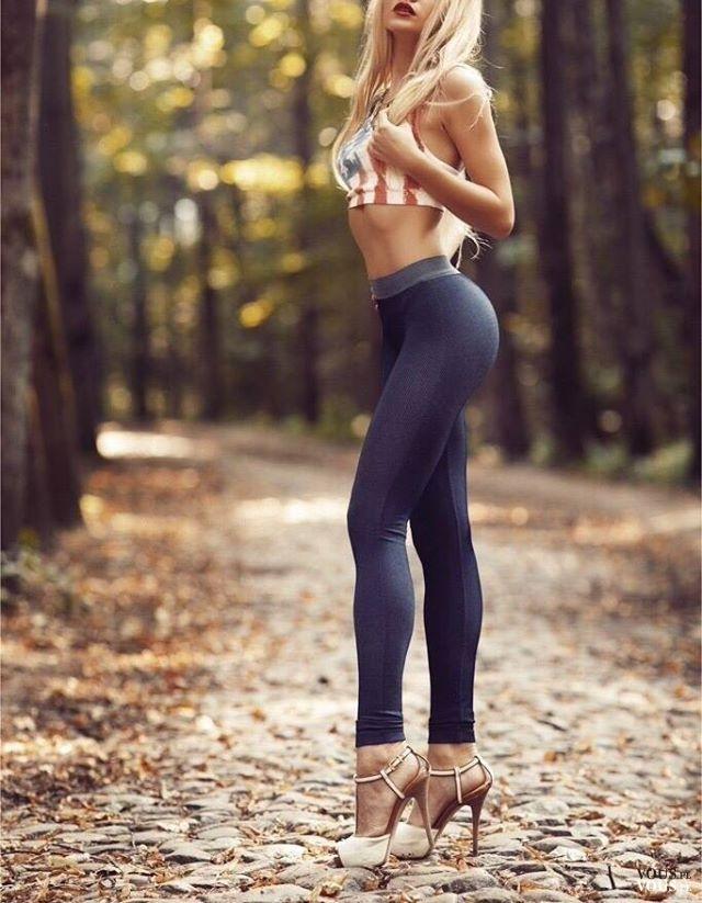 Perfekcyjna figura, długie nogi i jędrna pupa, wysportowana kobieca sylwetka