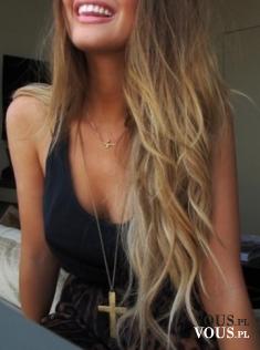 Jak uzyskać efekt naturalnych fal na włosach, jak zrobić lekkie fale na włosach, efekt plażowych fal