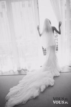 Wymarzony dzień każdej kobiety, przygotowania do ślubu, suknia ślubna z długim trenem