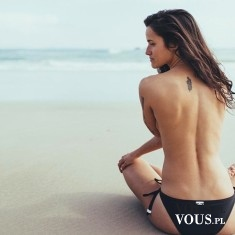 Sesja zdjęciowa na plaży, odważna sesja, naga modelka na sesji