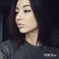 Jak zrobić kreski eyelinerem krok po kroku, kreski powiększające oczy, jak wykonać makijaż oczu