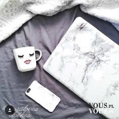 Biała marmurowa obudowa na apple na laptopa