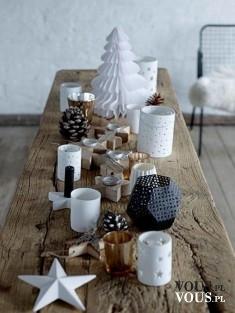 Spokojny wystrój stołu, świąteczne gwiazki.