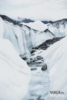 Kraina lodu z czarnymi skałami, najpiękniejsze miejsca na świecie