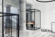 Wnętrze z kratami, szklane pomieszczenia, szklane biuro. Ciekawy pomysł na inspirujące wnętrze.