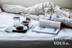 Śniadanie do łóżka w pościeli.Czy kobieta powinna podawać mężczyźnie śniadanie do łózka?