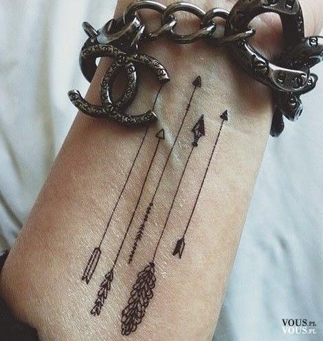 Delikatny Misterny Tatuaż Na Nadgarstku Strzałki Delikatne Róża