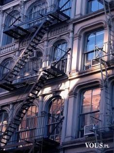 Kamienica ze schodami pożarowymi – NY