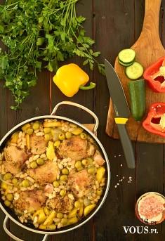 Garnek obfitości z kurczakiem i warzywami w stylu casserole