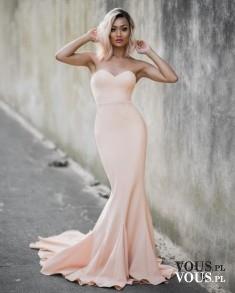 Piękna delikatna nude różowa sukienka suknia na walentynki, dziewczyna z nstagrama Micah Gianelli
