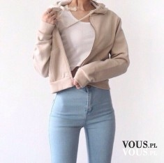 Idealna sylwetka – stylizacja wysoki stan, jasne jeansy i beżowa kurtka. W połączeniu z bi ...
