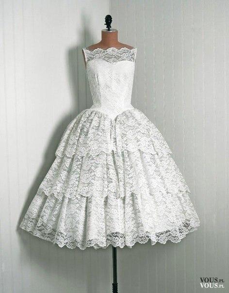 Przepiękna retro suknia ślubna z koronki i z gorsetem.