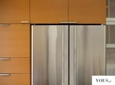 Piękna duża lodówka w kolorze srebrnym, zaokrąglone rogi kanty drzwiczek, wspaniały design lodówki