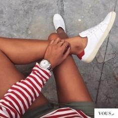 Białe buty do bluzki biało czerwonej w paski