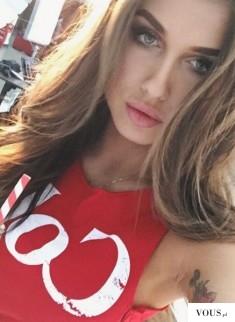 Deynn reklamuje Coca Cole – kampania. Promuje zdrowy tryb życia a promuje ohydny niezdrowy ...