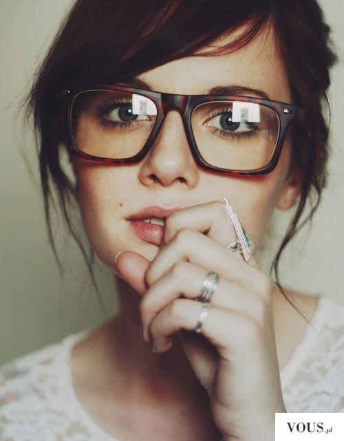 ładna okularnica, stylowe oprawki okularów