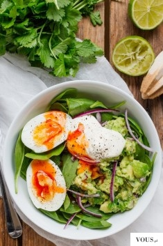 4. Guacamole and Egg Breakfast Bowl: Guacamole for breakfast? Yes, please!
