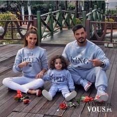 Modna, wesoła rodzinka, wszyscy w takich samych bluzach :)