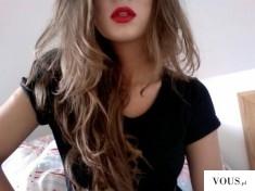 Czerwone usta pięknie podkreślają kobiecość. Czerwone usta na randkę