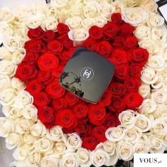 Róże na dzień kobiet ułożone w serce