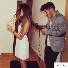Mężczyzna prostuje swojej kobiecie włosy. Czy mężczyźni sa dobrymi fryzjerami?