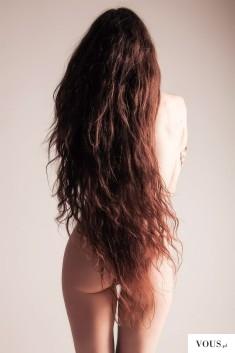 Długie włosy do pupy