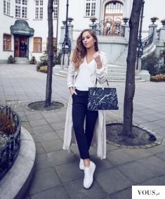 Kenza w biało czarnej stylizacji, torebka marmurowa. gdzie kupić marmurową torebkę?