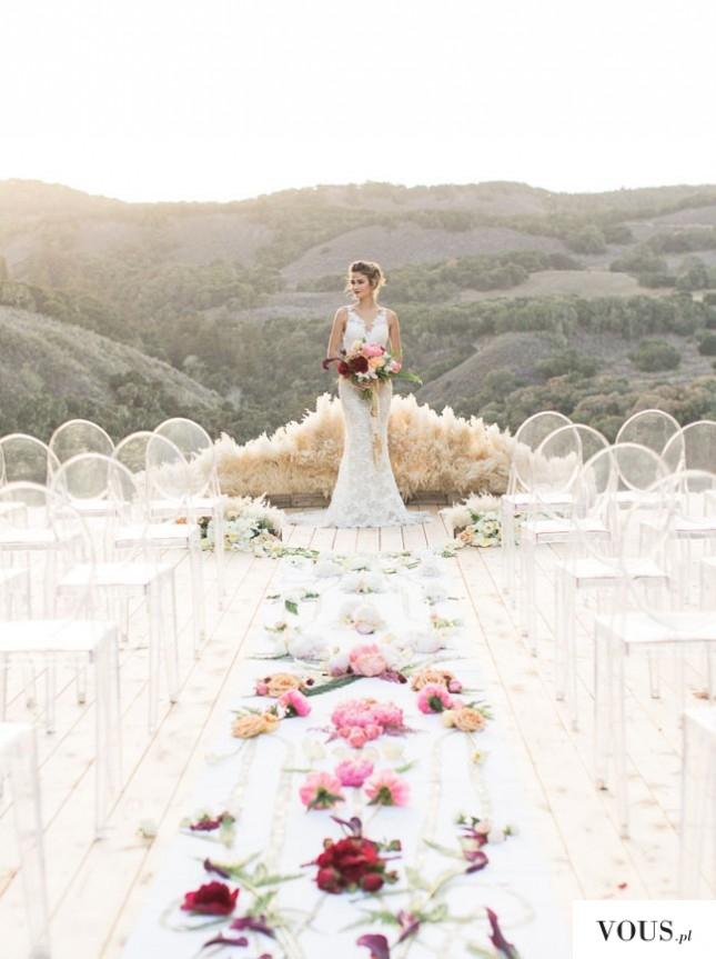 przepiękna panna młoda na ślubnym kobiercu