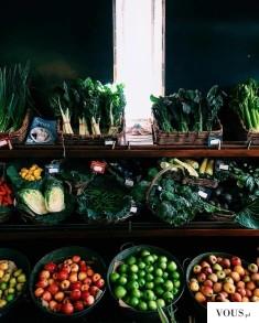 Warzywa i owoce, stragan z warzywami i owocami, kolorowe warzywa i owoce