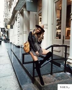 Skórzana kurtka, szara bluzka, czarne kozaki za kolano