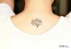 mały tatuaż drzewko
