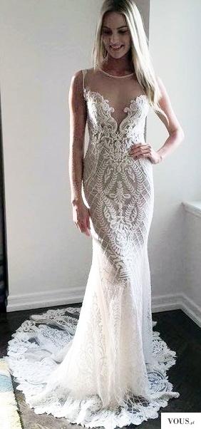 Przecudowna koronkowa suknia ślubna, dekolt w siateczkę, zwężana ku dołowi