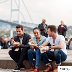 Gdzie wyjść z przyjaciółmi by coś dobrego zjeść?