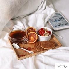 słodkie śniadanie w łóżku