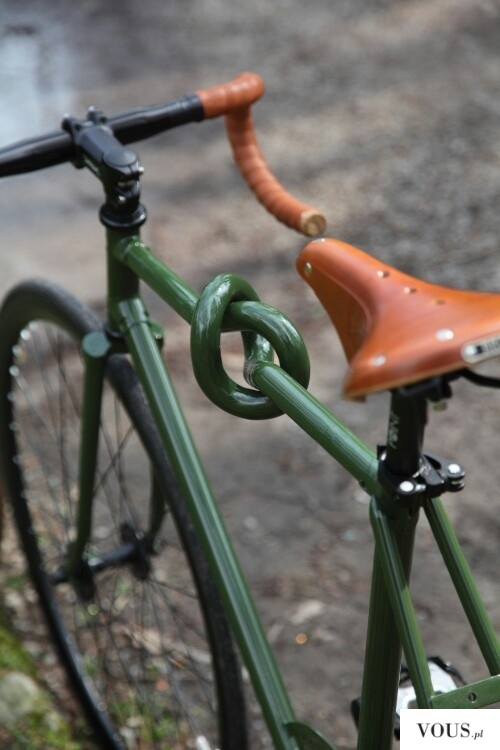 Niesamowita rama rowerowa. Supeł na ramie roweru.