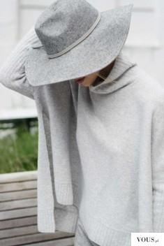 Szara stylizacja na wiosnę. Szary kapelusz i luźny sweterek.