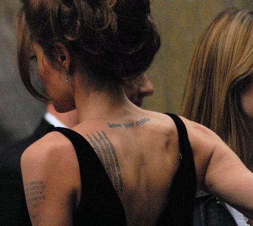 piękne plecy Angeliny Jolie