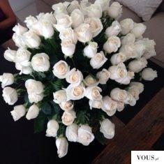 Przepiękne białe róże