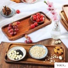 zdrowe śniadanie, orzechy, warzywa i owoce, pięknie podane do łóżka