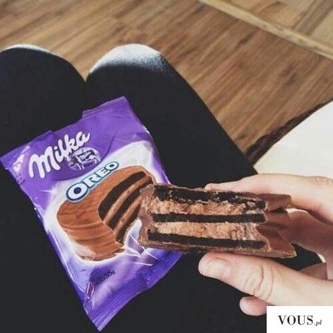 Przekładane ciastko Oreo Milka – Czekoladowe z czarnym i kremowym nadzieniem