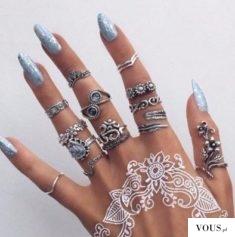 Niebieskie paznokcie, hybryda