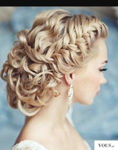Ślubna fryzura długie kolczyki