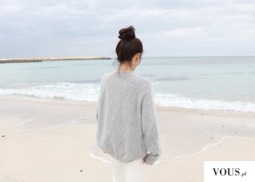 Nad morzem w swetrze