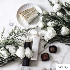 Kwiaty białe i placek Rafaelo