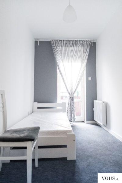 Śliczny pokój w kolorach bieli i szarosci