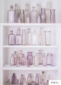 fioletowe szklane butelki