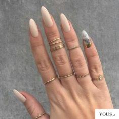 piękna dłoń i paznokcie